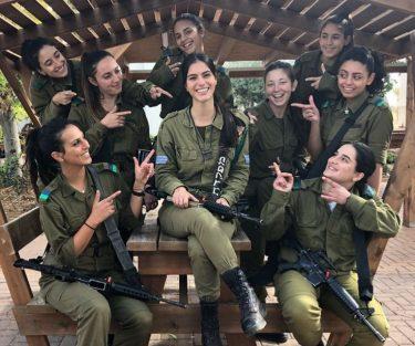 強くて美しいイスラエルの女性兵士の兵役事情