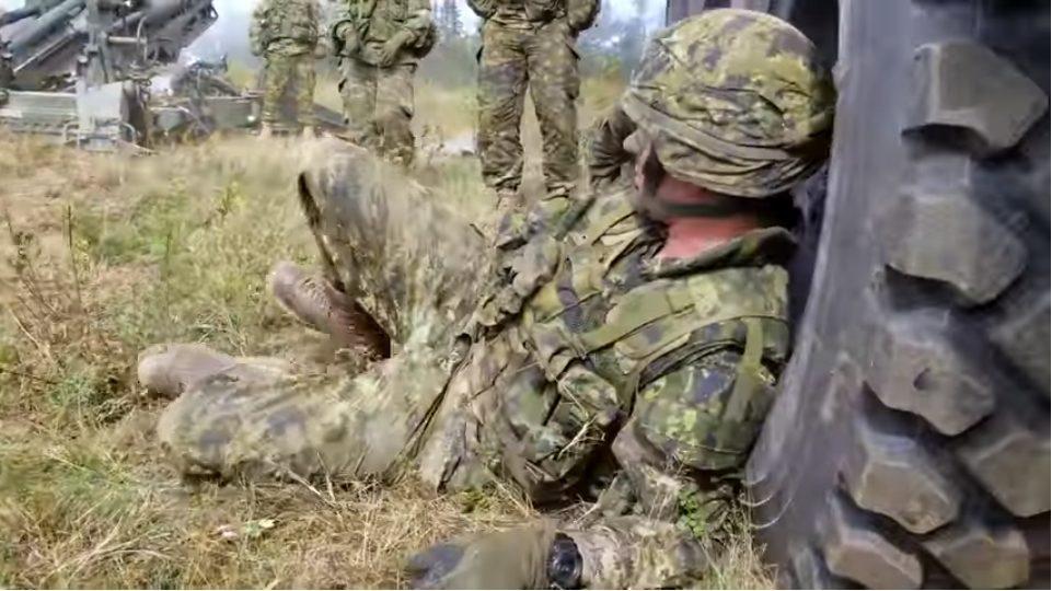 眠った兵は榴弾砲で起こそう!カナダ軍の兵の起こし方│ミリレポ ...