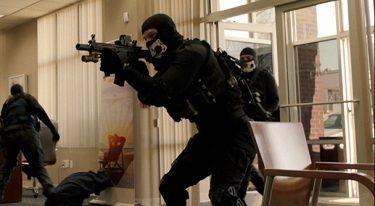 ザ・アウトロー|男たちの銃撃戦に痺れる|映画レビュー