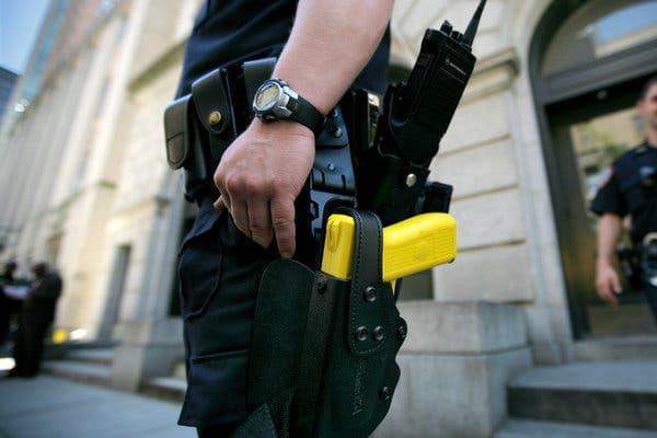テーザー銃 警察