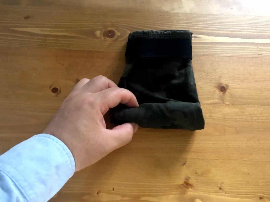 旅行にも使える軍隊式パンツのたたみ方で荷物をコンパクトに