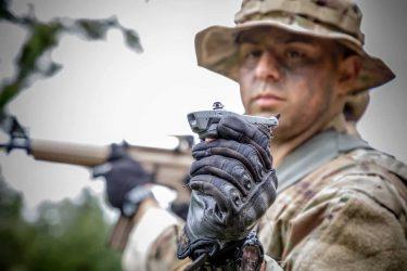 アメリカ陸軍が採用した超小型偵察ドローン「ブラックホーネット」