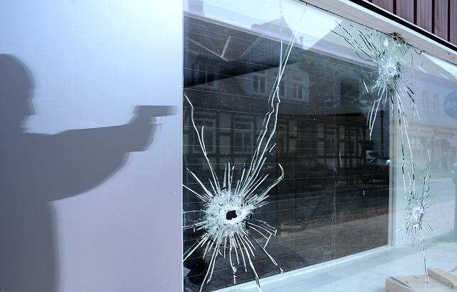 銃を持った者が建物内に来た時の対処法