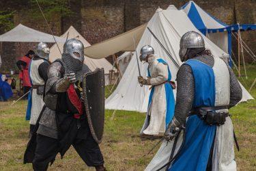 甲冑の騎士たちが戦うアーマードバトルの世界選手権が結構ガチ
