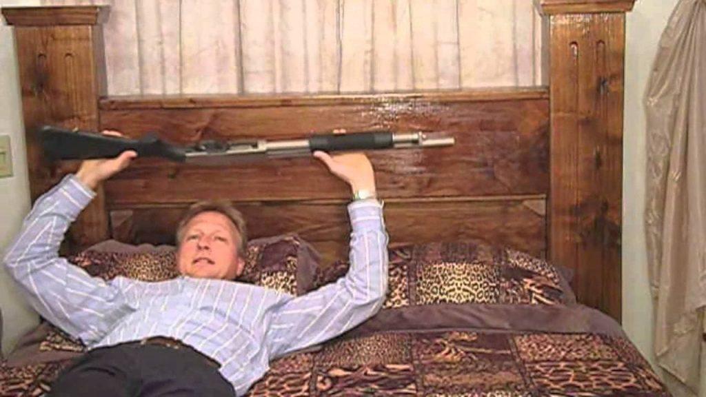 あなたの大切なエアガンをベッドにしまえば、いざという時も安心