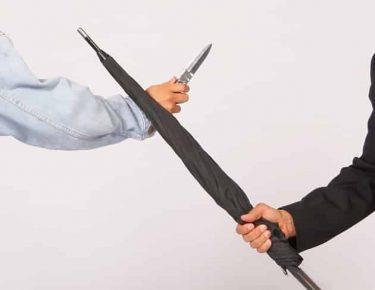 大統領SPも使う護身用傘は、どんなに強く叩いても折れない壊れない