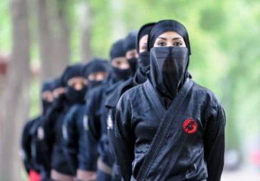 イランでは女性が忍者くノ一になるために訓練中