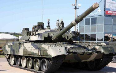 ロシアでT-80U戦車が絵を描いたり、フルーツ切ったり、踊ったり