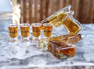 ウィスキーの飲み過ぎ注意!ガンスタイルのショットグラスセット