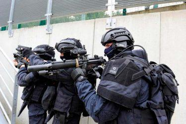 作戦の為にイスラム教に改宗したフランス特殊部隊GIGN