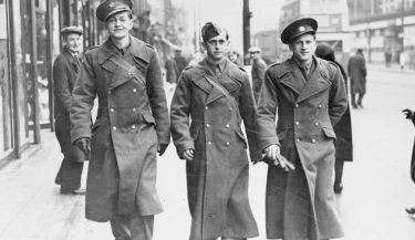 軍服が発祥のミリタリーファッションアイテム9選