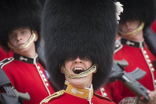 ロンドンの近衛兵の黒い帽子は何であんなに大きいの?