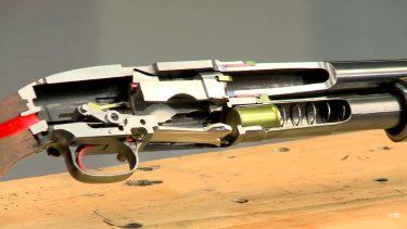 ポンプアクション式のショットガンの内部構造の仕組みが良く分かる動画