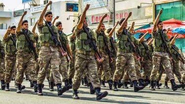兵隊の行進、パレードには種類やテンポがある|兵隊の行進9選