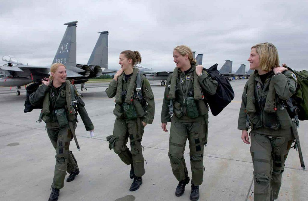 女性兵士のミリタリーヘアカット・ヘアスタイル