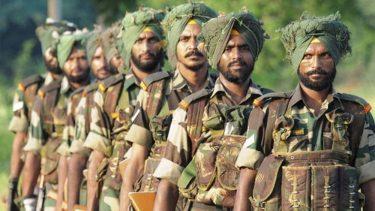 インド軍のシク教徒兵は戦場でもターバンを巻く