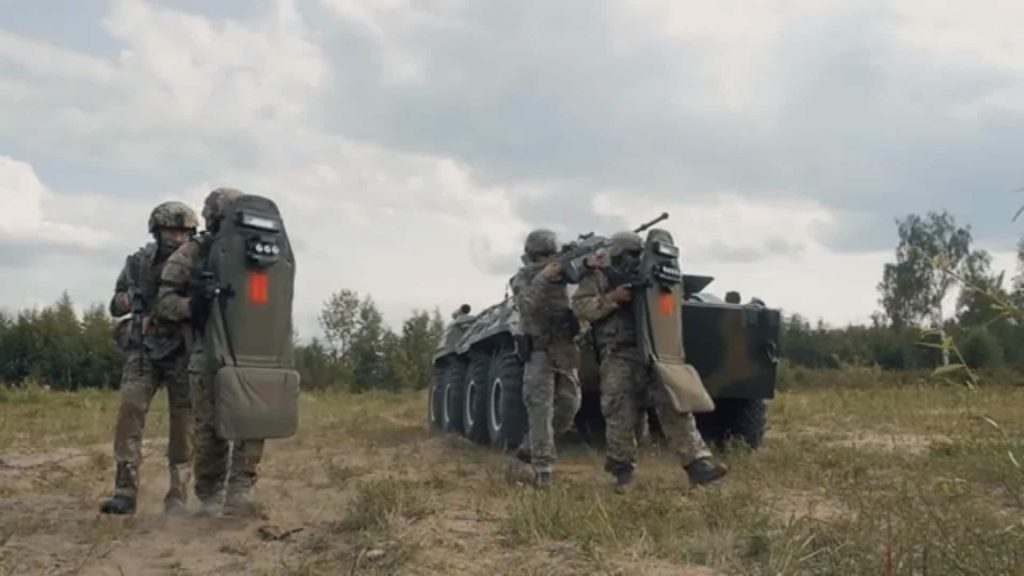 特殊部隊スペツナズのプレートキャリアの実弾テストが見ていてハラハラする