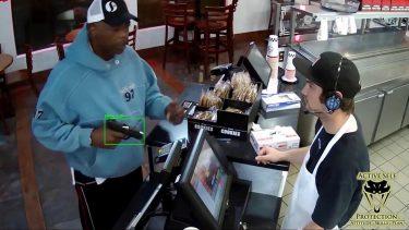 銃を判別する防犯・監視カメラで強盗、テロリストを検知