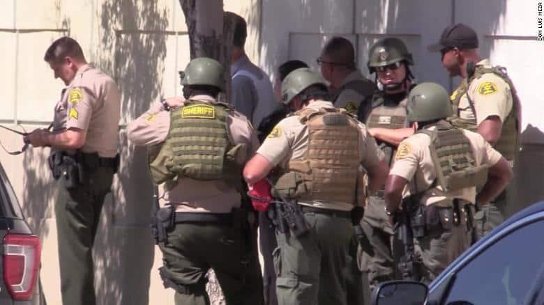 アメリカで保安官がスナイパーに狙撃される。しかし、捜査してみると...