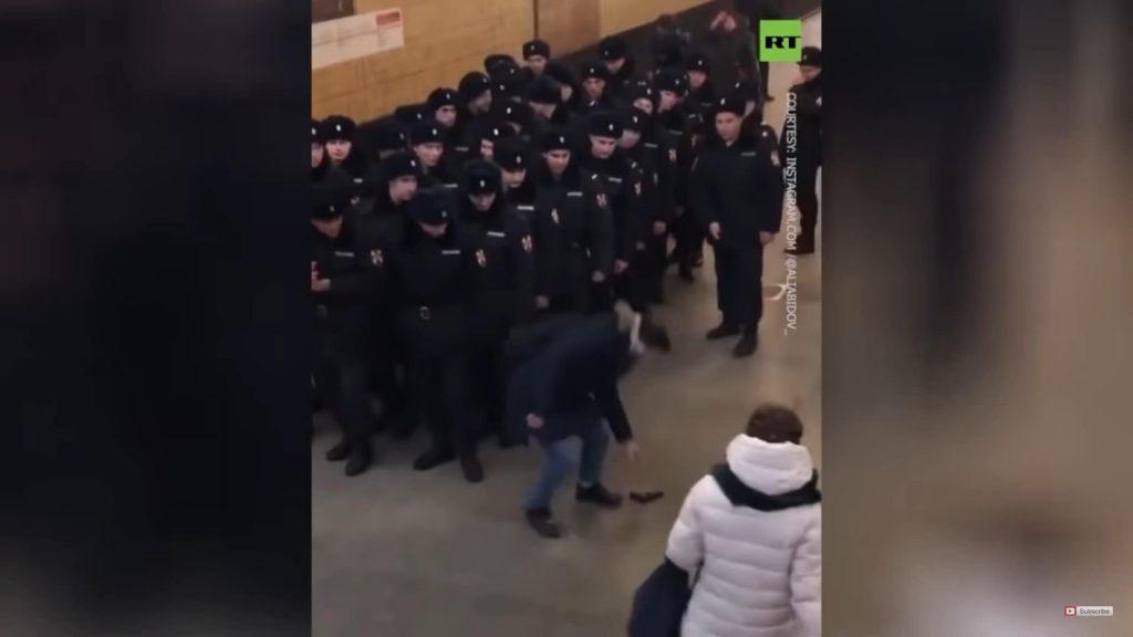 警官の前でエアガン落とすとどうなる?ロシア警察の反応