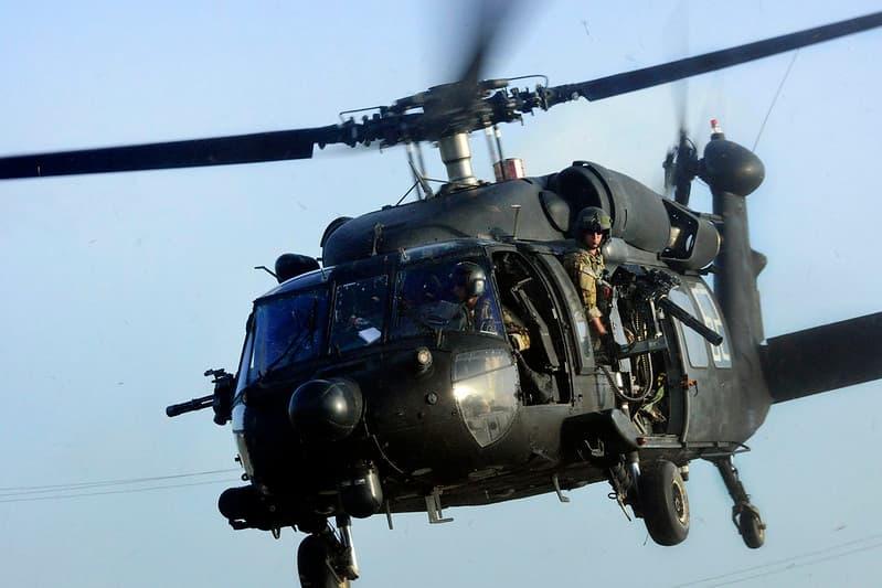 UH-60 ブラックホーク( UH-60 Black Hawk )
