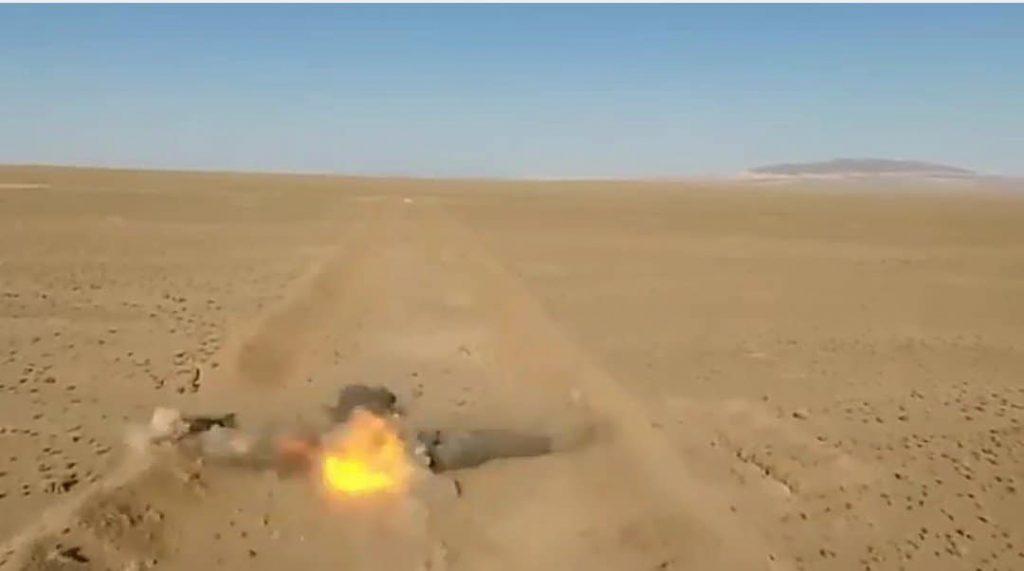 イラン陸軍の無人地上車両ロボットはライフル撃ったり、自爆する