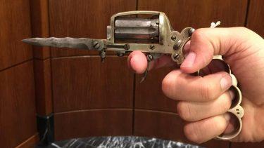 アパッチリボルバーは19世紀にギャングスタが使ったファンキー銃