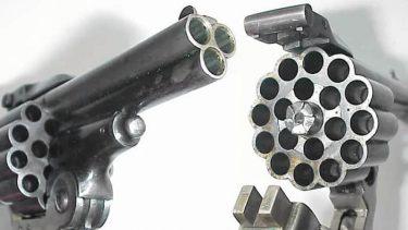 本当に撃てるのか?トリプルバレルのリボルバー拳銃