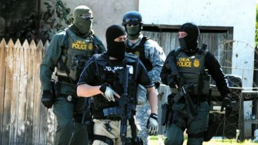 DEA麻薬取締局とは?捜査官・特別対応チームの装備は?