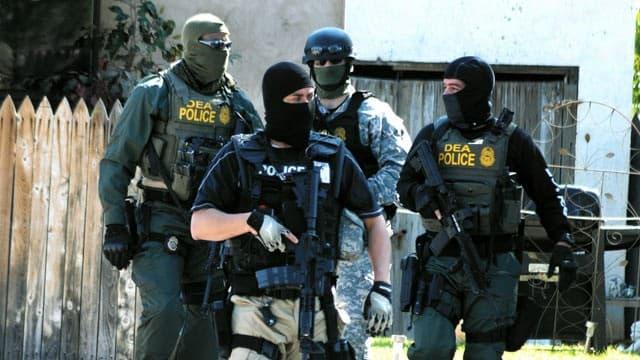 DEA麻薬取締局とは?特別対応チームの装備は?