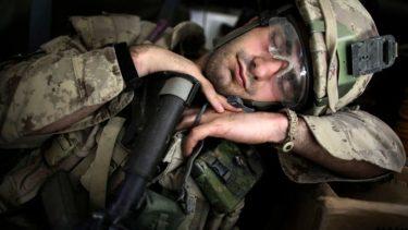 2分で眠りに落ちる!米軍が開発した簡単に早く寝る方法