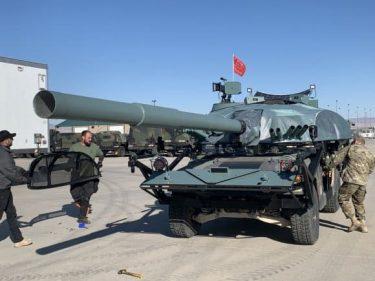 ハリウッド映画の技術でハンビーをT-72戦車に変えて模擬戦闘を行います