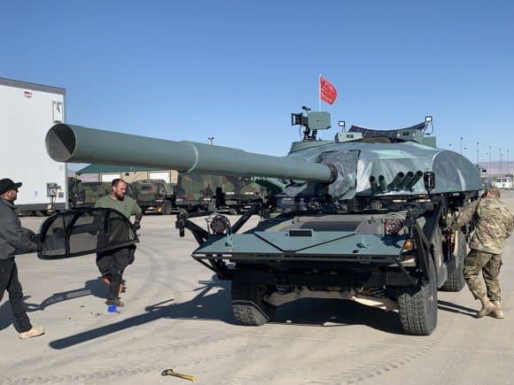 ハリウッドの技術でハンビーをT-72戦車に変えて米軍は模擬戦闘を行います