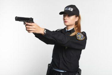 警察官はなぜ?足や腕を撃たないのか