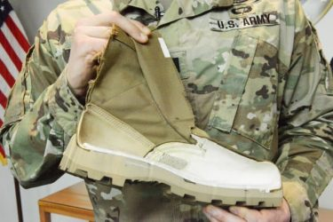 歩くと発電・充電できるブーツを米陸軍が開発