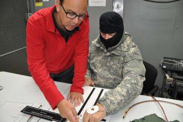 米軍は手袋(グローブ)なしで手を温めるデバイスを開発