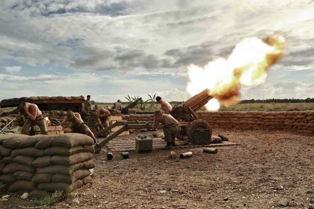 超至近距離での交戦を描いた『デンジャー・クロース 極限着弾』が日本公開