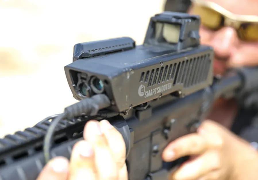 命中が保証されないと撃てないスマートライフルを米軍が検証中