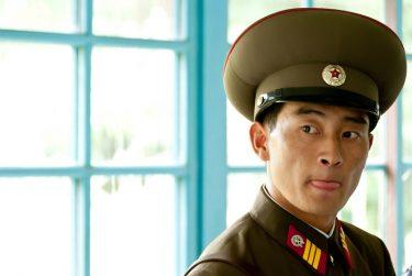 北朝鮮兵士の帽子はなぜ、あんなに大きいのか?