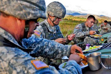 軍隊が発祥の食べ物、料理8選