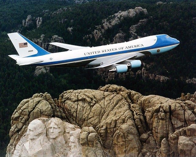 アメリカ大統領専用機・車はいくつある?