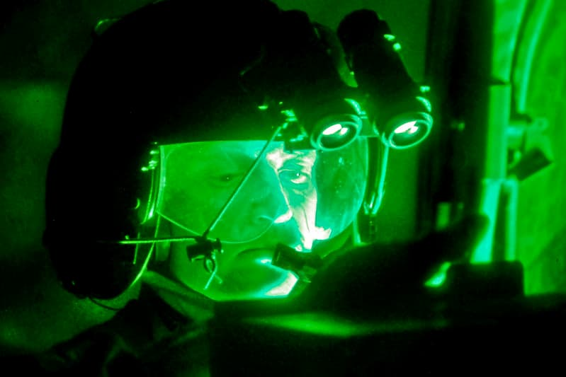 ナイトビジョン(暗視装置)の映像が緑の理由