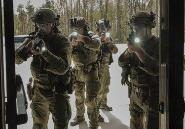 FBIのSWATチームと装備