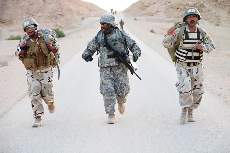 兵士が戦場に持っていく弾丸・マガジンの数って何発?