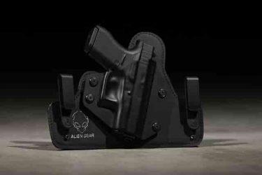 胸、腰、太もも、拳銃をしまう場所の意味