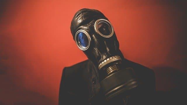 ガスマスクを着けたキャラクター・人物
