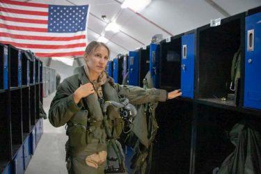 コールサインは「バンザイ」?F-35で戦闘出撃した初の女性パイロット