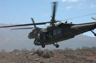 軍用ヘリにドアが無い、閉めない理由