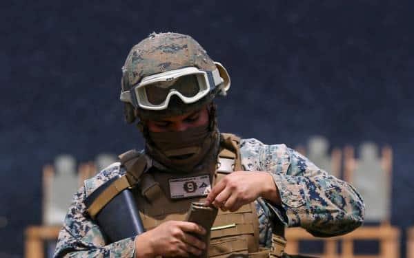 兵士はどうやってマガジンの残弾を確認してる?その方法