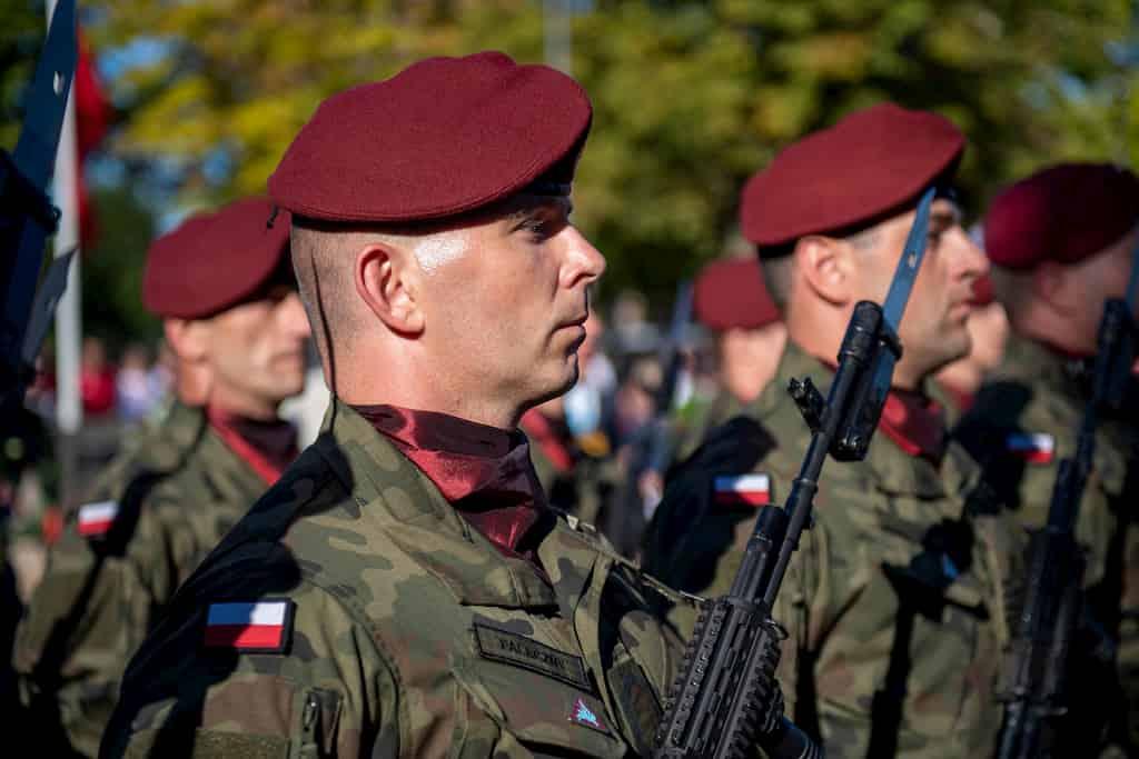 軍人はなぜ、ベレー帽を被る?その歴史